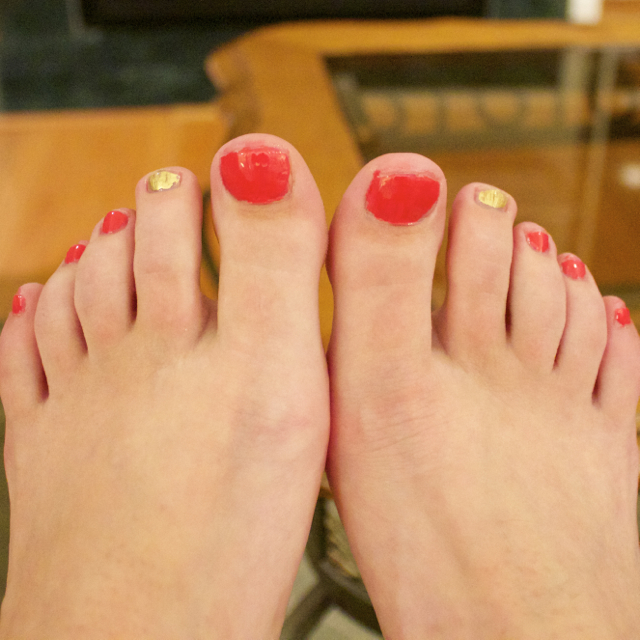 pedicure with accent toe